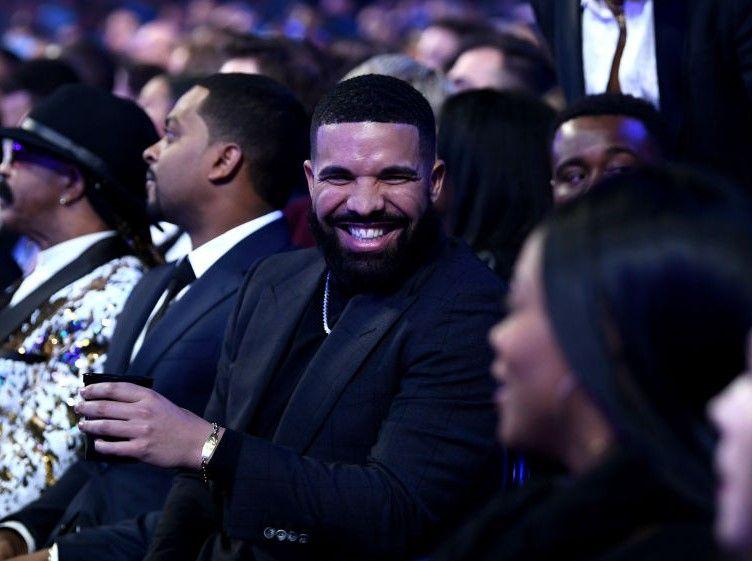 AS Roma le-a interzis jucatorilor sa se pozeze cu Drake, pentru ca rapper-ul aduce ghinion! :)