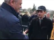 """Liviu Dragnea, lasat cu mana intinsa de un barbat: """"Nu dau noroc cu hotii"""". Cum a reactionat"""