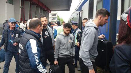 Au luat iar trenu  ca sa rupa blestemu ! :) Craiova a plecat spre Bucuresti cu un mecanic de tren dinamovist