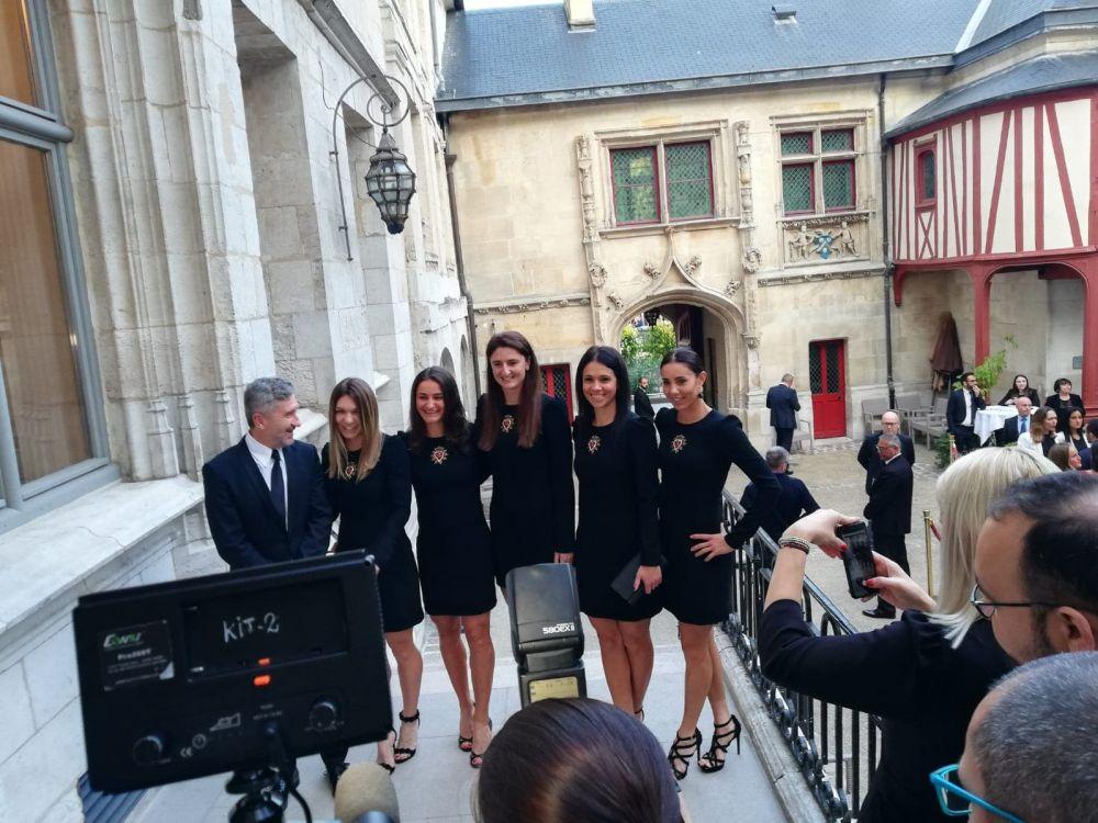 FRANTA - ROMANIA FED CUP   Cum au aratat romancele la dineul oficial dinaintea semifinalei FED Cup! Frantuzoicele au impresionat in rochite rosii. FOTO