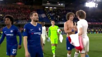 "GENIAL! ""David Luiz s-a imbratisat singur!"" :)) Faza incredibila dupa meciul nebun dintre Chelsea si Slavia Praga"