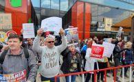 """Dragnea, primire DURA la Iași. Protestatari: """"Bine ai venit NIMICULE in Moldova"""". VIDEO"""