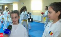 """Fetele care isi impart timpul intre fotbal si karate: """"Fotbalistul meu preferat? Ianis Hagi!"""""""