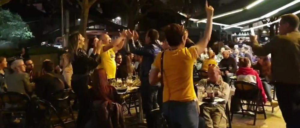 VIDEO   IMAGINI DEMENTIALE! Emil Boc si-a luat in serios rolul de lider de galerie: cum a fost surprins primarul Clujului pe strazile din Rouen, aseara, dupa terminarea meciurilor