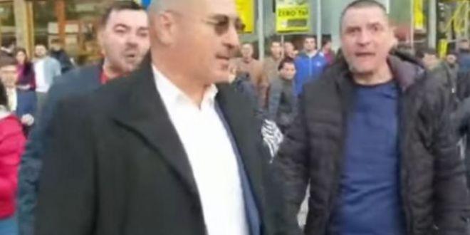 VIDEO Deputat PSD, prins de multimea furioasa dupa mitingul lui Dragnea la Iasi