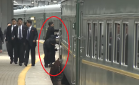 VIDEO. Gest bizar al bodyguarzilor lui Kim Jong Un. Ce au făcut la sosirea trenului în Rusia