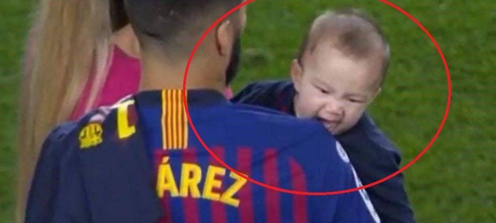 E al lui! :)) Imaginea serii pe Camp Nou: baietelul lui Suarez a muscat fara sa-l vada arbitrul!