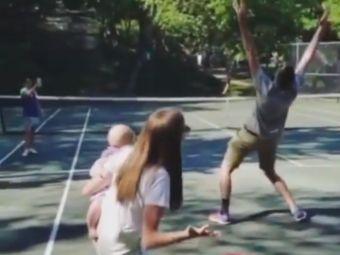 Cum descoperi daca ai baiat sau fata! :)) John Isner a fost surprins de sotia sa la antrenament! Cum a reactionat   VIDEO