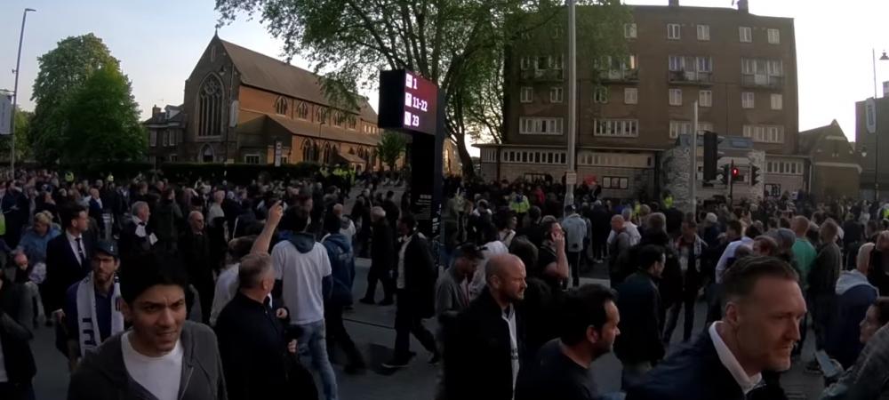 9 arestati, 3 politisti raniti dupa confruntarile DURE dintre suporteri la Londra! VIDEO