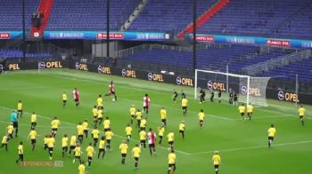 Fotbal ca in desene animate: 120 de copii vs. primul 11 al lui Feyenoord :) Cat s-a terminat meciul VIDEO