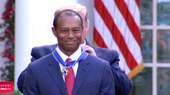 """Tiger Woods, primul sportiv care a facut 1 miliard de dolari, premiat de Donald Trump la Casa Alba: """"Esti unul dintre atletii care au facut istorie"""""""