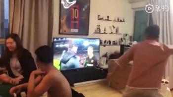 FAZA ZILEI: Un fan Barcelona a luat-o RAZNA dupa infrangerea rusinoasa cu Liverpool. VIDEO
