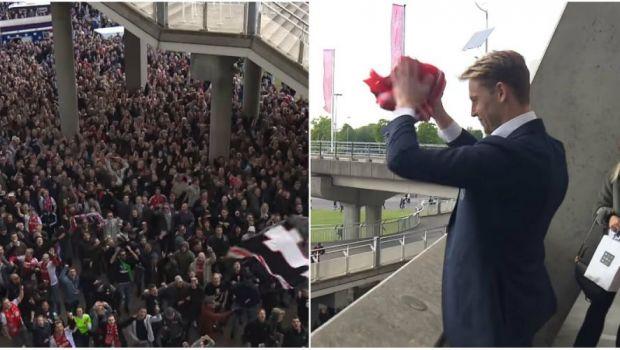 Imagini SENZATIONALE la Amsterdam! Fanii au cantat cu jucatorii in afara stadionului! Cum s-au despartit fanii lui Ajax de Frenkie de Jong! VIDEO