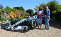 """Draga, avem o masina de F1 in fata casei!"" :) O familie din Anglia s-a trezit cu supercar-ul lui Hamilton la usa: motivul din spatele unui gest impresionant"