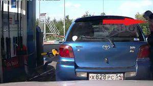 Clasic Rusia: ce-a uitat soferita sa faca la benzinarie?