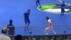 """Nu-l enerva pe Totti!"" Un jucator a incercat sa-l UMILEASCA, insa a ratat! Ce a facut LEGENDA Romei la cateva secunde distanta"