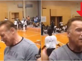 Imagini socante! Arnold Schwarzenegger, atacat la un eveniment organizat in Africa de Sud! Un barbat i-a sarit cu piciorul in spate: VIDEO