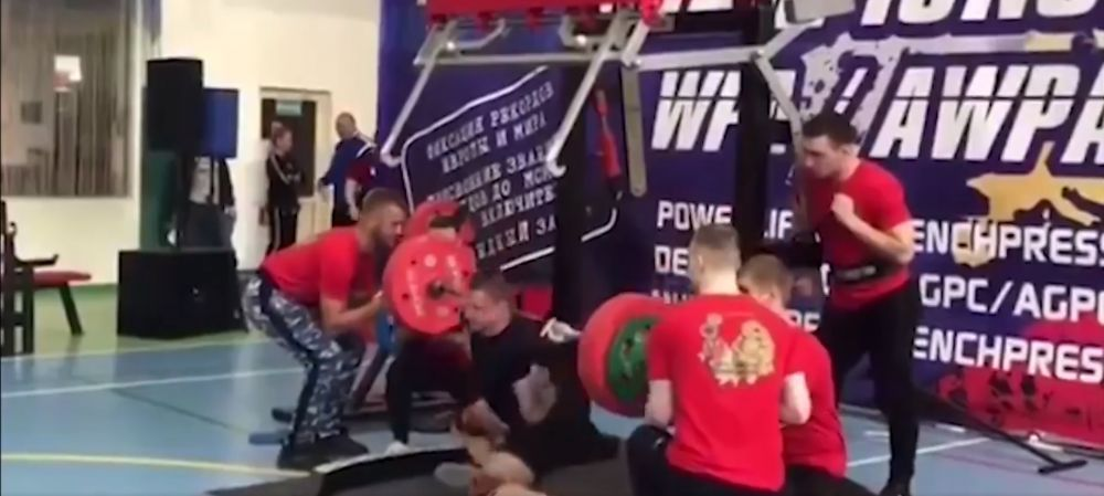 Accidentare HORROR in Rusia! Un halterofil si-a rupt piciorul dupa ce a incercat sa ridice 250kg! Verdictul dur al medicilor!