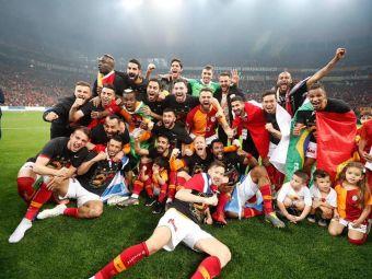 FOTO | Mitroglou a defilat cu steagul Greciei la sarbatoarea de titlu a lui Galatasaray! Turcii au cerut sa fie imediat expulzat