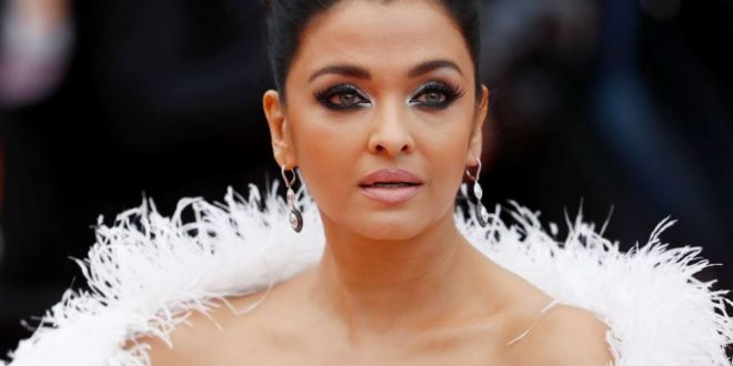 Aishwarya Rai, cea mai extravaganta aparitie pe covorul rosu la Cannes