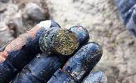 Tezaurul descoperit in Neamt de un politist cautator de comori. FOTO