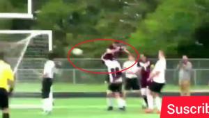 Cel mai tare gol posibil: a marcat cu FUNDUL in urma unui corner. VIDEO