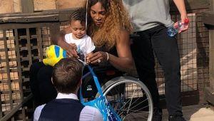 FOTO   Imaginea care ii sperie pe fani: Serena Williams, in scaun cu rotile la Paris!