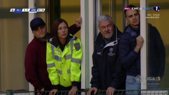 RUJ PE BARA de la Politia Locala! Domnisoara politist care le-a luat MINTILE fanilor din Clinceni! :) Cum a sarbatorit promovarea echipei