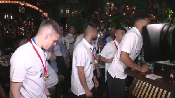 IMAGINI FABULOASE de la petrecerea celor de la Viitorul! Ianis si coechipierii au dansat pamporea cu trofeul in brate