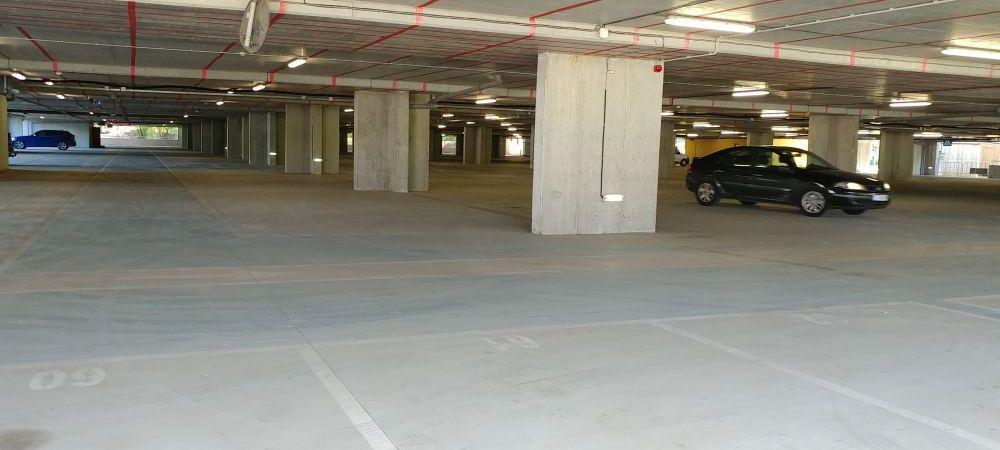 Primaria Bucuresti nu a redeschis oficial parcarea de la Arena Nationala, dar unele masini au voie sa parcheze acolo!