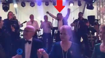 Ca-n Spargatorii de nunti! :)) Gigi Becali, show total la nunta fiului lui Teia Sponte: a luat microfonul si a inceput sa cante PAMPOREA