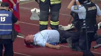 Detalii despre starea jandarmului ranit la Cluj! Fanii lui U Cluj au intrat in teren. Scene incredibile pe stadion, salvarea a intrat IMEDIAT