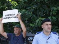 Imagini incredibile: protest pentru eliberarea lui Dragnea, in Bucuresti. Ce au scris pe pancarte