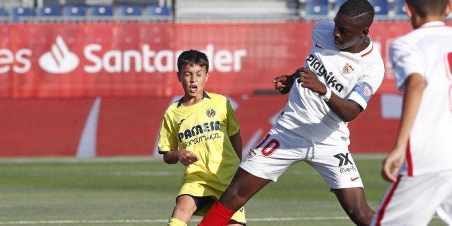 Nimeni nu l-a crezut cand a spus ca are 12 ani! :) Adversarii abia reusesc sa il deposedeze! Unde joaca si cate goluri a reusit in acest sezon! FOTO