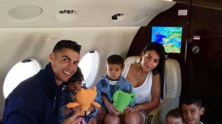 ATAC la iubita lui Cristiano Ronaldo!  E doar o piesa de mobilier  Ce personaj o critica pe Georgina Rodriguez