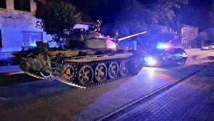 VIDEO Un polonez s-a imbatat si a iesit la plimbare cu un tanc sovietic