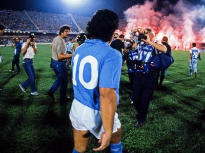 Decizie istorica la Napoli! Tricoul cu 10 al lui Maradona, retras in 1991, poate ajunge la jucatorul pe care clubul se lupta sa il transfere vara asta