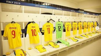"""ROMANIA - GERMANIA U21: Mii de mesaje pentru tricolori: """"Sa joace cu inima, noi o sa fim in spatele lor!"""" Imagini din vestiarul nationalei. FOTO"""
