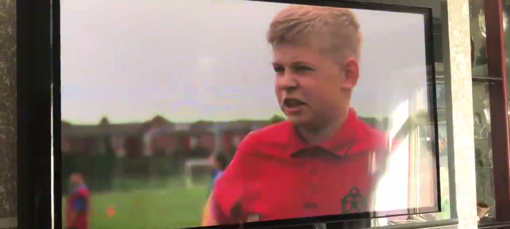 """""""Care e preferatul tau de la Man.United?"""" Raspunsul dat de acest pusti a devenit SENZATIE pe internet! VIDEO"""