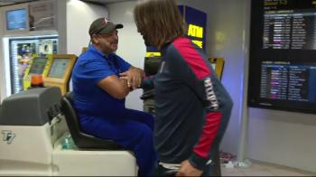 """""""Cu ce sunteti dumneavoastra, cu handbalul?"""" :)) Alexa, trolat de un lucrator pe Aeroportul Otopeni VIDEO"""