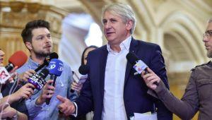Teodorovici anunta introducerea unei noi taxe si limitarea calatoriilor gratuite cu CFR