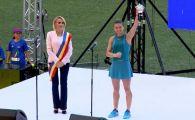 Reactia Simonei Halep dupa ce Gabriela Firea a chemat-o din nou pe National Arena, sa prezinte trofeul cucerit la Wimbledon!