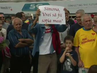 """Simona Halep, ceruta in casatorie la revenirea in tara cu trofeul de la Wimbledon. Cum a raspuns barbatul la intrebarea: """"Esti sigur ca accepta?"""" VIDEO"""