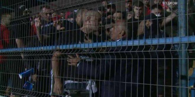 Cu niste nebuni d-astia e normal sa-ti fie frica! Huliganii trebuie interzisi cu ZECILE! Vand clubul, sa-mi faca oferta!  Reactia lui Negoita dupa incidentele de la Viitorul - Dinamo