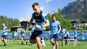"""FOTO   Palme peste spate si suturi in fund :) Cum a fost primit Stefan Radu la antrenamentele lui Lazio! """"Ritualul"""" la care a fost supus romanul"""