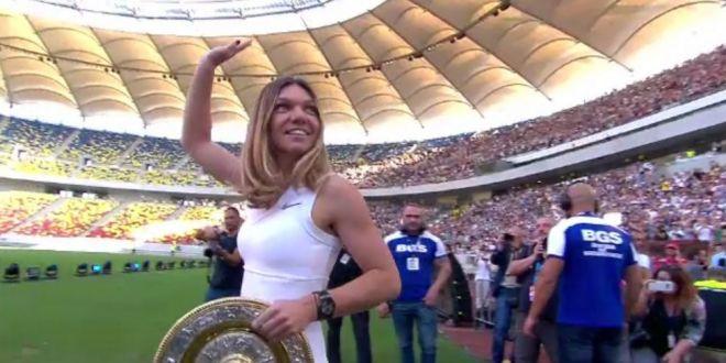VIDEO EMOTIONANT   Halep a prezentat trofeul in fata a peste 20.000 de oameni pe Arena Nationala! Simona a cantat imnul