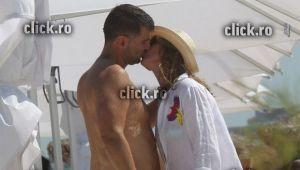 Pupicul care spune TOT! Simona Halep s-a sarutat cu milionarul pe plaja, la Mamaia! Imaginile momentului