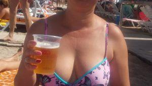 Nu este banc! Cati lei costa o bere pe plaja, in Mamaia