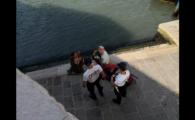 Ipostaza in care au fost prinsi doi turisti in Venetia. Au primit o amenda usturatoare
