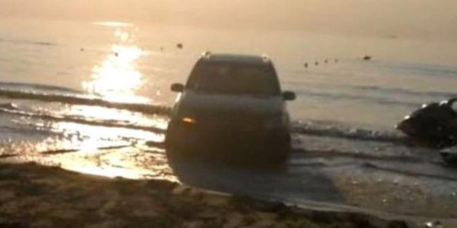 Un sofer din Navodari a ramas blocat in apa. Socant ce a patit apoi turistul care filma!  Iti dau doua capace!
